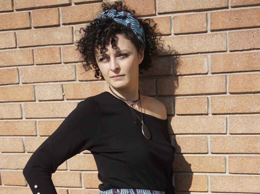 fascia per capelli indossata